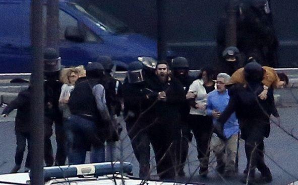 Los rehenes al  momento de su liberación. Foto: AFP