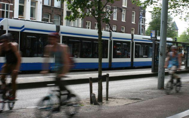 El Gobierno francés paga 0,25 centavos de euro por cada km. a empleados que van al trabajo en bicicleta.