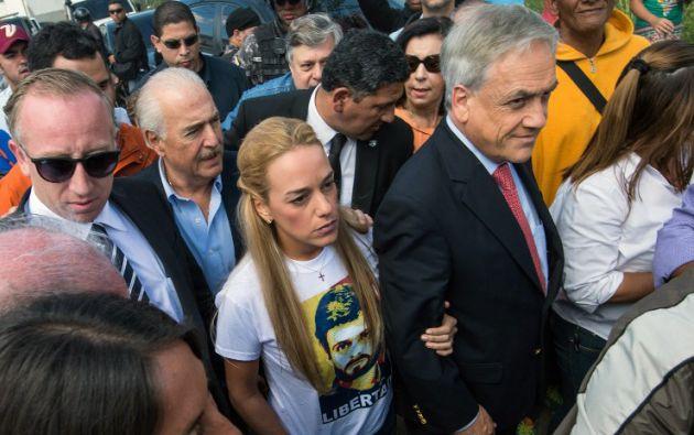Lilian Tintori, esposa de López, acompañó a los expresidentes Andrés Pastrana y Sebastián Piñera. Foto: AFP / Federico Parra