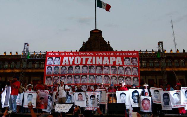 Familiares de los desaparecidos protestaron frente al Palacio Nacional en Ciudad de México. Foto: REUTERS/Édgard Garrido