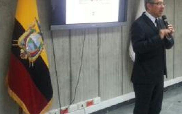 Espinosa dialogó con los medios este lunes 26 de enero. Foto: Twitter MinEduc