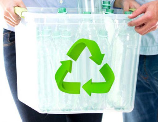 El Ayuntamiento de Seattle proporciona de forma gratuita cubos para arrojar restos de comida, servilletas de papel, hojas y hierbas del jardín e incluso cajas de cartón para pizzas.