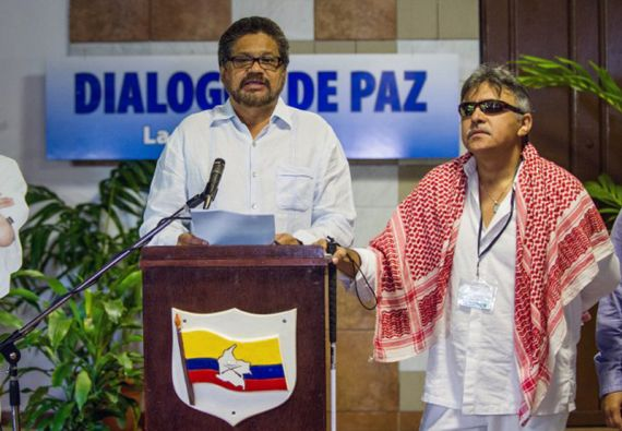 Los líderes de las FARC han dicho que no están dispuestos a negociar la paz y entregar las armas para al día siguiente ir a una cárcel. Foto: AFP