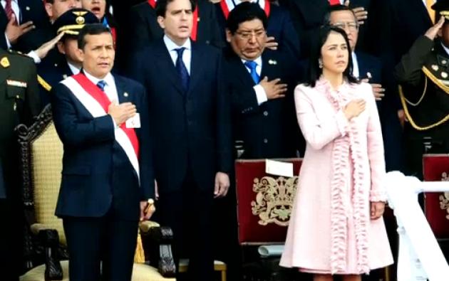 Nadine Heredia y Ollanta Humala durante el Desfile de la Independencia en el primer día de mandato del presidente. Foto: Captura de video