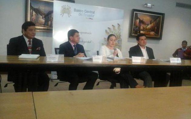 En la firma del convenio. Foto: Twitter / Banco Central Ecuador