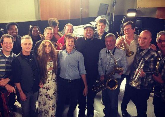 Mike McCready, guitarrista de Pearl Jam, participó en la sesión entre Lady Gaga y Paul McCartney..