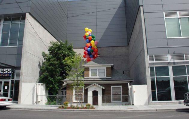 Edith Macefield rechazó una oferta de un millón de dólares. Su propiedad quedó rodeada por la nueva construcción.