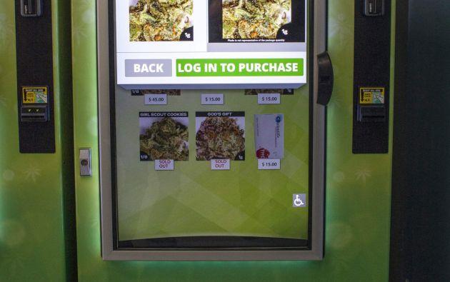 Las máquinas expendedoras de marihuana tienen una pantalla táctil, en lugar de una ventana transparente. Foto: REUTERS