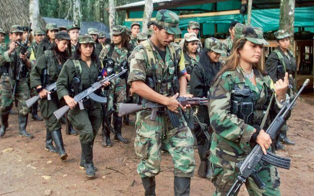 La negociación política y la desmovilización son las opciones mán indicadas para solucionar la lucha armada, según los encuestados. Foto: Archivo