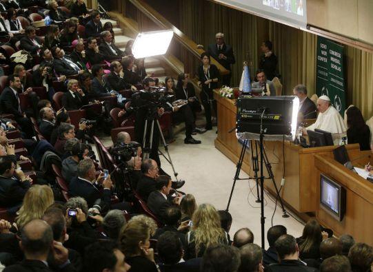 La videoconferencia se centró en temas como la educación y sobre la manera de enfrentarse a la vida. Foto: REUTERS