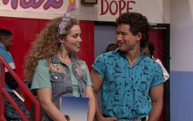 Elizabeth Berkley (Jessie) y Mario López (Slater). Foto: Captura de video