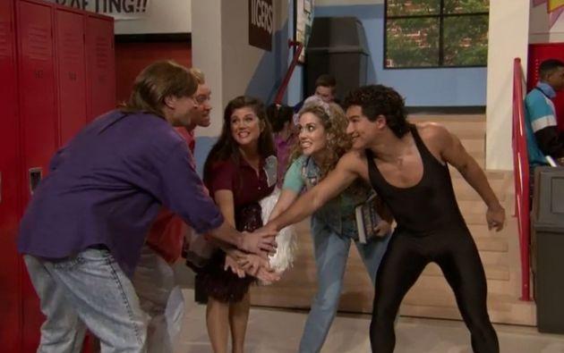Jimmy Fallon se unió a la escena como si fuera parte del elenco. Foto: Captura de video