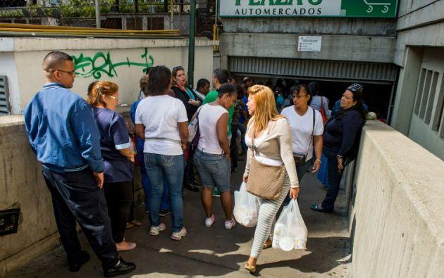La escasez de alimentos, medicinas y productos diversos es mal crónico en Venezuela. Foto: AFP