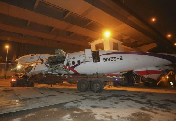 El vuelo GE235 de TransAsia duró 3 minutos y 23 segundos. Poco después de despegar se detuvo el motor izquierdo. Foto: REUTERS