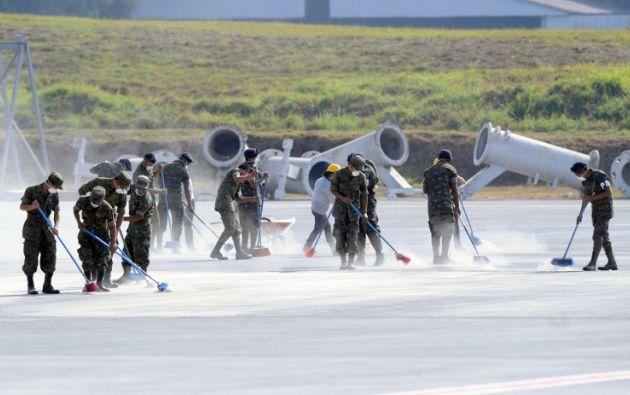 Las autoridades de la terminal aérea esperan terminar en las próximas horas. Foto: AFP