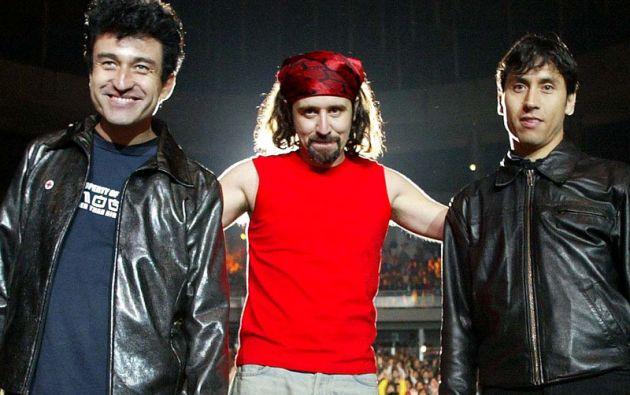 """González junto a Miguel Tapia y Claudio Narea, miembros de """"Los Prisioneros""""."""