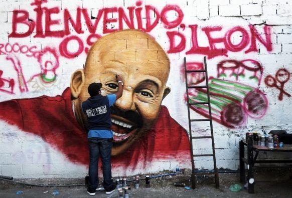 """El salsero es uno de los ícones de Antímano, donde conducía un bus antes de ser el líder de """"Dimensión Latina"""". Foto: AFP"""