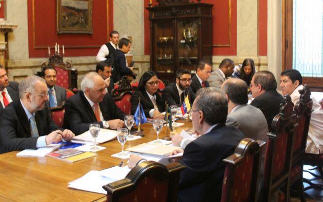 Cancilleres de la Unasur se reunieron este lunes en Montevideo. Foto: UNASUR