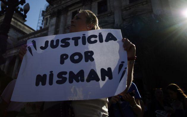 Un grupo de personas pidió que se haga justicia en el caso de Nisman, en las afueras del Congreso argentino, el 4 de febrero pasado. Foto: REUTERS