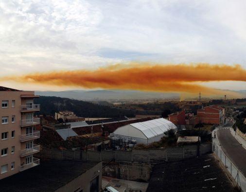 La explosión dejó tres heridos leves y una espectacular nube de vapor visible a distancia. Foto: REUTERS