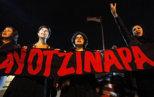Un grupo de mujeres pide que se haga justicia en el caso de los 43 desparecidos de Ayotzinapa. Foto: REUTERS