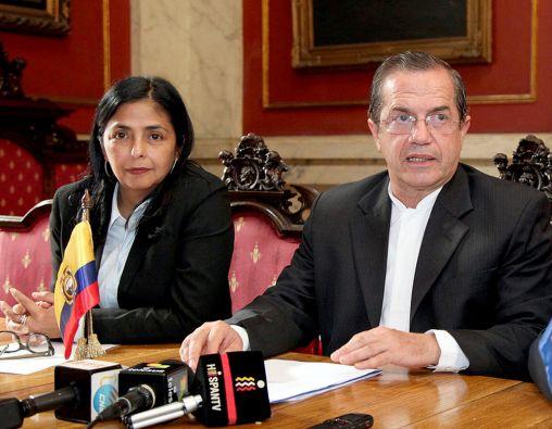 Delcy Rodríguez y Ricardo Patiño, cancilleres de Venezuela y Ecuador, respectivamente. Foto: Cancillería de Ecuador