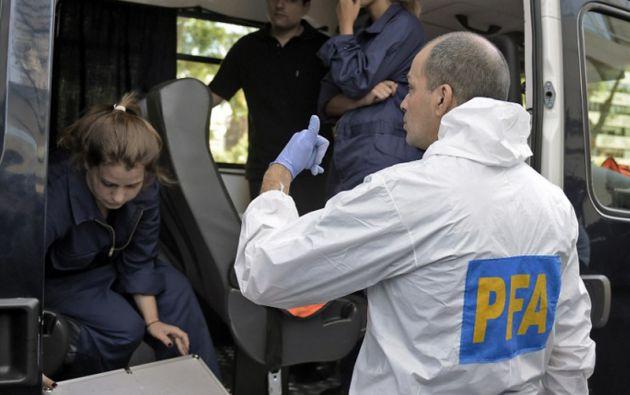 Forenses continúan las investigaciones en el complejo residencial en Puerto Madero, donde vivía Nisman. Foto: AFP