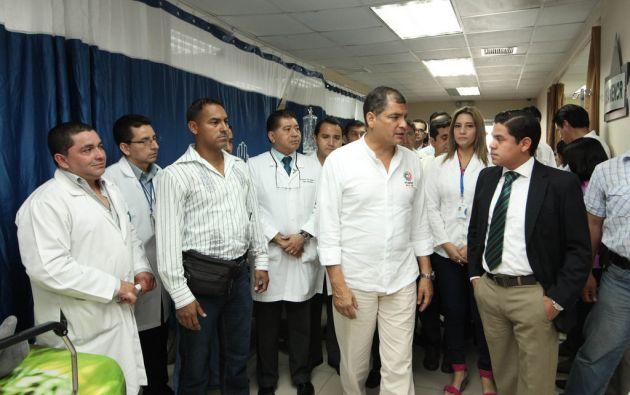 Correa en su visita al Hospital Teodoro Maldonado Carbo esta semana. Foto: Flickr / Presidencia de la República