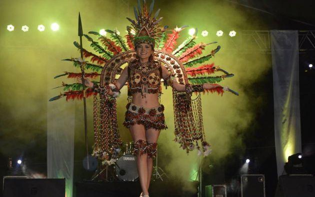Ángeles Espín, de Latacunga, luce su traje. Foto: Facebook.