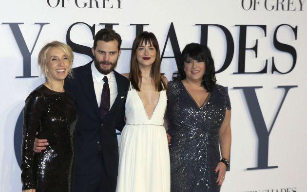 Sam Taylor-Johnson, Jamie Dornan, Dakota Johnson y E.L.James en el estreno del filme en Londres. Foto: REUTERS