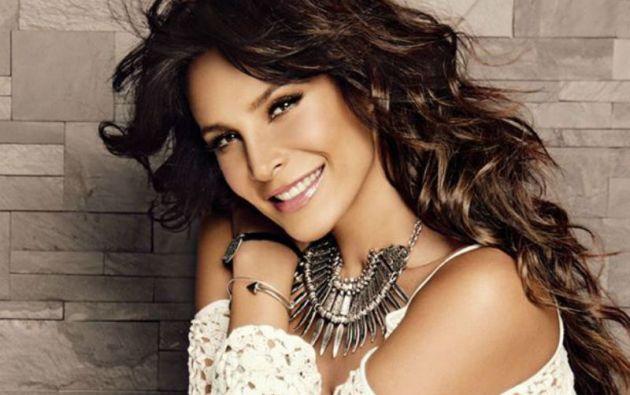 Rojas, oriunda de Ciudad de México, inició su carrera como actriz en 1990.