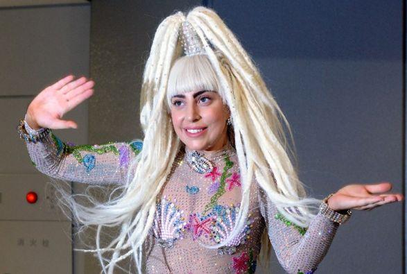 Lady Gaga es célebre por sus recitales de alto voltaje sexual y sus vestimentas provocadoras. Foto: AFP