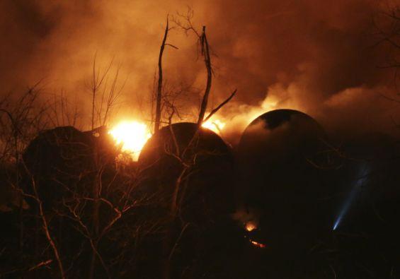 El petróleo llegó al río Kanawha. Foto: REUTERS