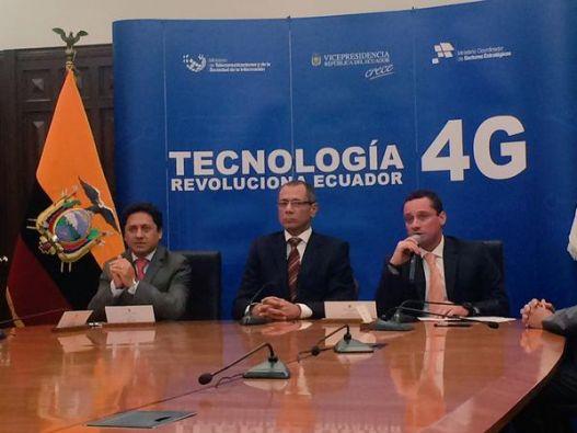 Vicepresidente Jorge Glas durante la firma del contrato. Foto: Vicepresidencia Ecuador