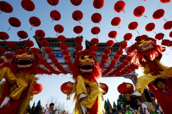 Danzas folclóricas como las del dragón y el león serán parte de las celebraciones. Foto: REUTERS