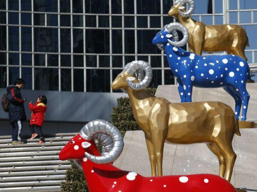 A partir de este jueves, la cabra será el signo zodiacal que rija el destino de los chinos durante el año 4712 de su calendario. Foto: REUTERS