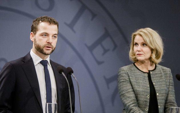 Morten Oestergaard, ministro del interior de Dinamarca, junto a la primera ministra Helle Thorning-Schmidt durante el anuncio de las iniciativas antiterroristas. Foto: REUTERS
