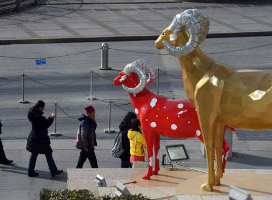 El calendario lunar chino se desarrolla en ciclos de 12 años y a cada uno se le atribuye un animal. La cabra está en octava posición. Foto: AFP