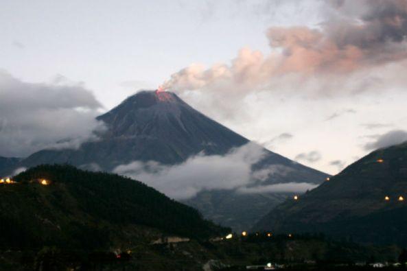 """La """"Mama"""" Tungurahua forma parte del más de medio centenar de volcanes que hay en Ecuador y junto al Reventador y al Sangay es, actualmente, uno de los más activos. Foto: REUTERS"""