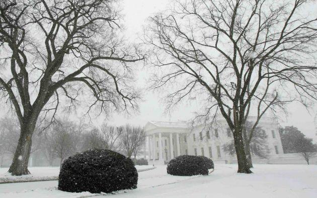 La ola de fría también alcanzó a la Casa Blanca, que quedó cubierta por un manto de nieve. Foto: REUTERS