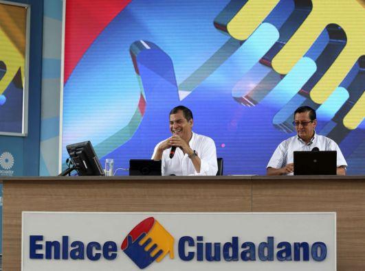 Correa señaló que se realiza un estudio para reducir los salarios del personal jerárquico superior del sector público. Foto: Presidencia de Ecuador