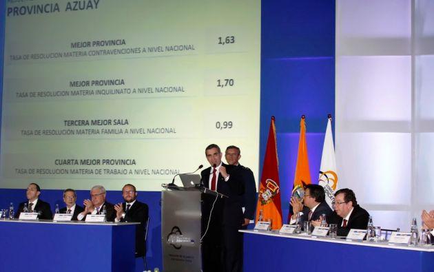 Gsutavo Jalkh dirigió la presentación del informe en el Teatro Carlos Cueva Tamariz de la Universidad de Cuenca.