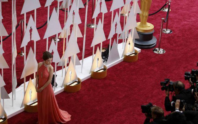 La actriz Anna Kendrik es fotografiada en la alfombra roja de los Premios Oscar. Foto: REUTERS