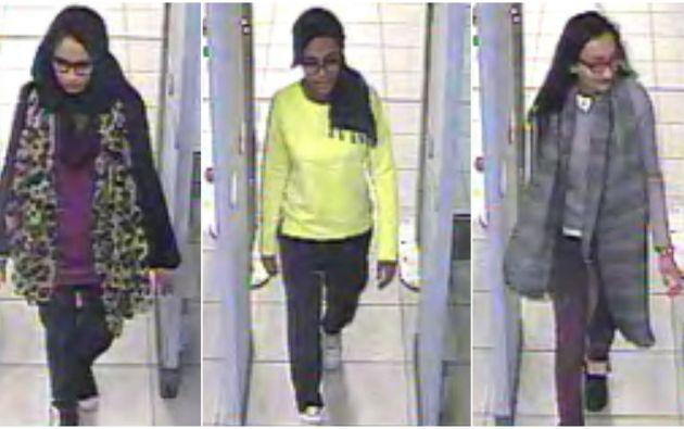 Tomas de las jóvenes mientras pasaban por seguridad del aeropuerto Gatwick, antes de embarcarse hacia Turquía, el 17 de febrero pasado. Foto: REUTERS.