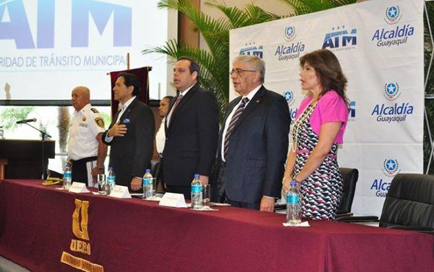 Autoridades que asistieron a la inauguración. Foto: UEES