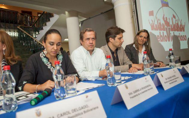 Patiño participó en un acto de solidaridad con Venezuela. También estuvo la presidenta de la Asamblea, Gabriela Rivadeneira. Foto: Cancillería de Ecuador
