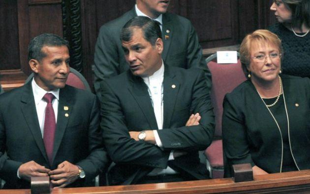 Correa junto a los presidentes de Perú y Chile, Ollanta Humala y Michelle Bachelet, respectivamente. Foto: AFP