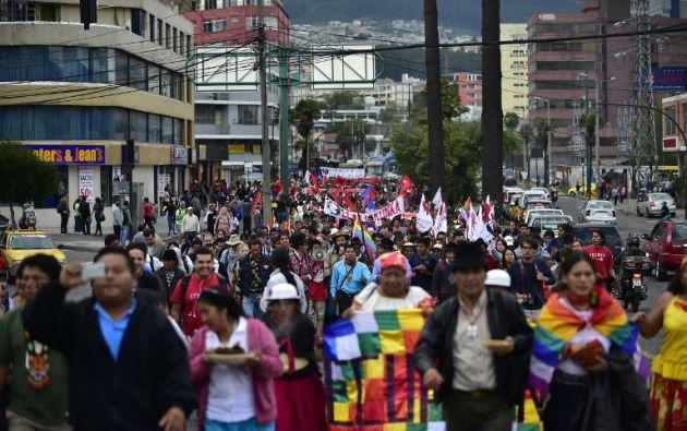 Unos 800 indígenas y trabajadores marcharon de manera pacífica por las calles de Quito. Fotos: AFP