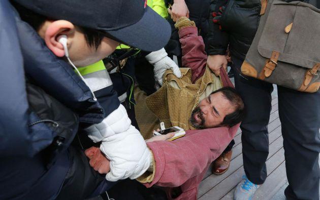 El agresor, Kim Ki-jong, es un activista radical que ya pasó dos años en la cárcel por un intento de agresión a un diplomático japonés. Foto: REUTERS