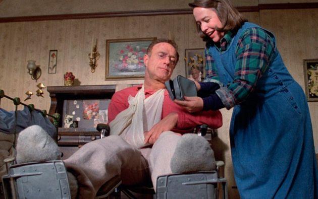 """""""Misery"""" fue llevada al cine en 1990, con James Caan y Kathy Bates como protagonistas."""
